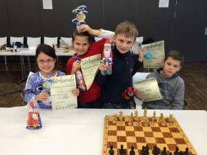 Die Teilnehmer mit ihren Preisen: Viola Otterpohl, Annika Labuda, Julian Schwarz und Rázvan Grumaz